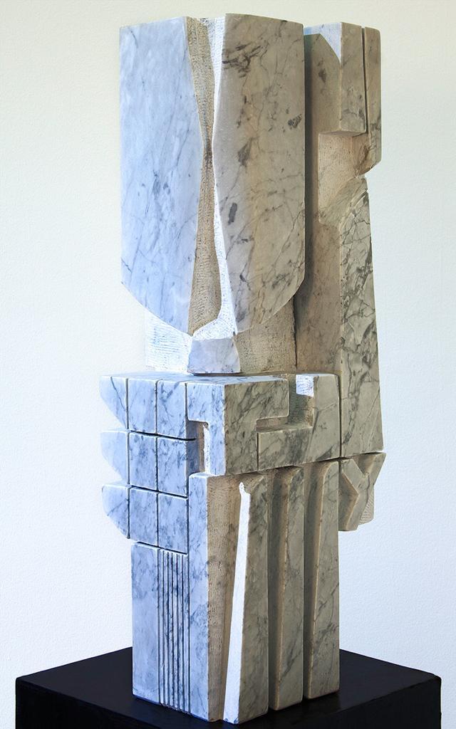 De la serie Tu y yo escriTuras sin Tiempo. 2016. Talla mármol blanco de Carrara. 85 x 31 x 24 cm. 33.4 x 12.2 x 9.4 in. VmA 024
